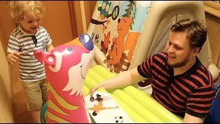 Играем с сыном дома - Надувные игрушки, матрасы, круги, диваны и даже ПАЛАТКА из Галамарт