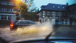 Unwetter über Niedersachsen - Blitze, Starkregen, überschwemmte Straßen