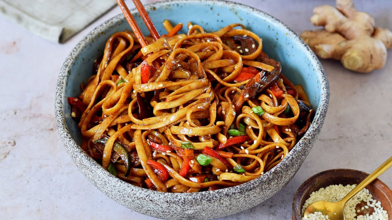 Asian Vegetable Stir-Fry Noodles (Vegan Lo Mein)
