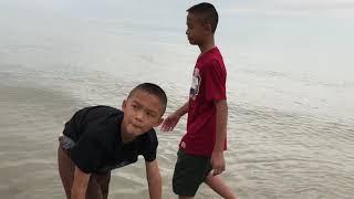 ลุงพล-ป้าแต๋น พาลูกๆเล่นทะเล