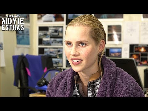 47 Meters Down  Onset visit with Claire Holt 'Kate'