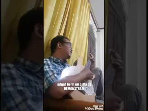 Lagu Jangan Bermain Cinta Dengan Demonstran