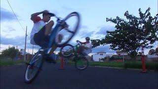 grau rl e manobras radicais de wheeling bike na cidade de agudos