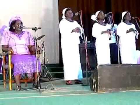 Mme Pasteur ABITOR   Enfants de rue Déviwo le kpodomé http   www muzikplus tg   YouTube1