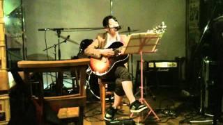 2011.10.22 T-jamにて ビートルズのカヴァーです ライブ映像なので、画...