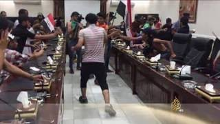 متظاهرون يقتحمون المنطقة الخضراء وسط بغداد