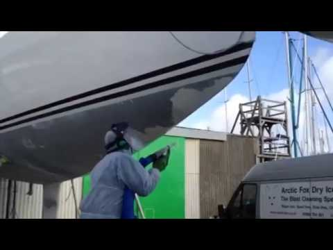 Antifoul paint removal from yachts using dry ice cleaning