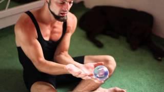 #2.1 Простые изоляции (видеоуроки по КЖ от ПГ)(В этом видео мы изучаем самые первые и простые движения из контактного жонглирования., 2013-07-05T23:53:26.000Z)