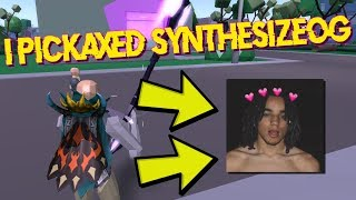 I Pickaxed SynthesizeOG In Strucid... (ROBLOX Fortnite)