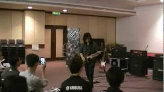 Jack Thammarat  - Mr.Frontman live at Yamaha Music Malaysia (Laney Clinic)