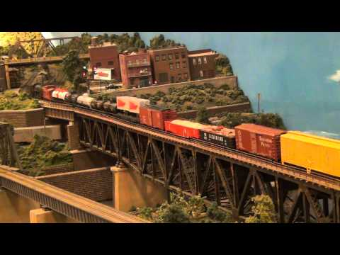 Lehigh Valley Railroad Steam on Delaware River Bridge (L&KV Model Railroad Museum)