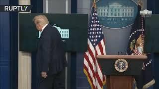 لحظة إخراج عناصر الخدمة السرية ترامب من قاعة المؤتمر الصحفي بالبيت الأبيض