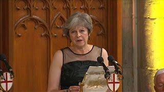 Theresa May wirft Russland vor, Nachrichten als Waffe einzusetzen