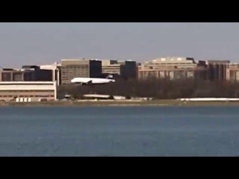 Planes Landing - At Ronald Reagan National Airport - Washington DC - 3/16/2016 .