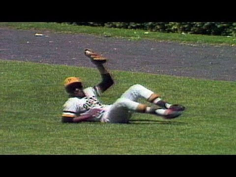 PIT@CHC: Clemente makes sliding grab in right field