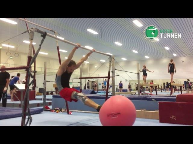 Hoekhang zwaaien met behulp van een fitnessbal, aanzweeffase
