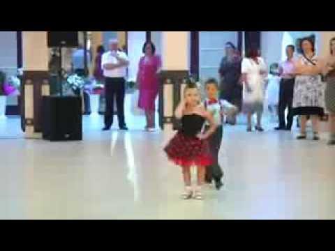Titleثنائي رقص دودودوختني😇😇😇😇😇