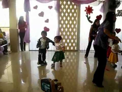 Baile twist and shout por niños