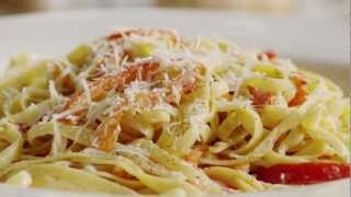 How To Make Fettuccine With Sweet Pepper Cayenne Sauce