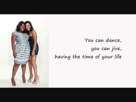Glee - Dancing Queen (lyrics)