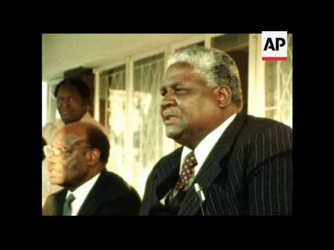 SYND 25 8 1982 NKOMO PRESS CONFERENCE ON SPLIT WITH MUGABE PARTY