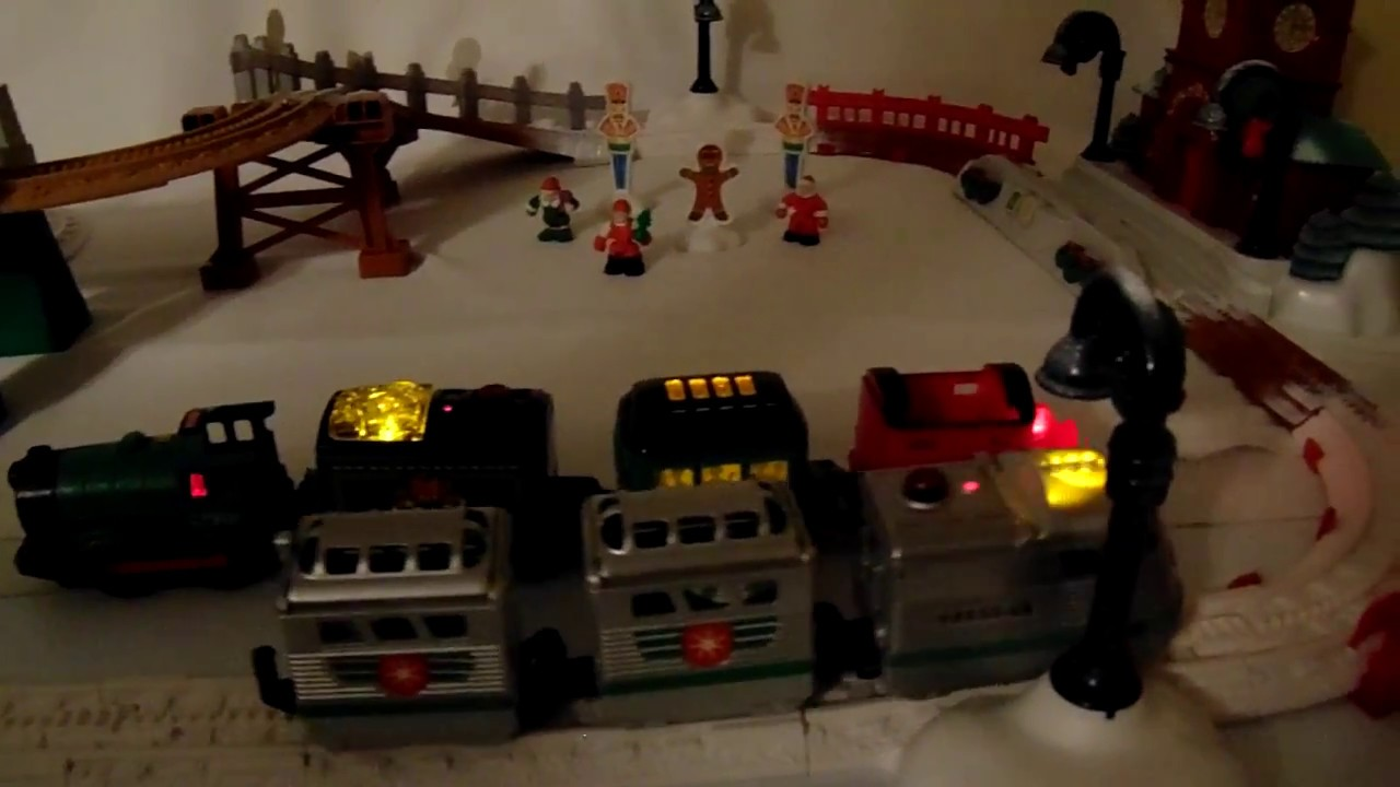 Geotrax Christmas in Toytown & Santa and the Merriest Team Playset ...