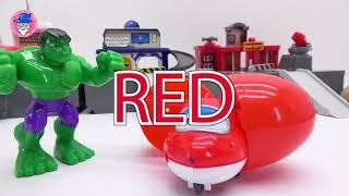 超级翅膀与颜色研究为孩子。惊喜彩蛋找到一个玩具。
