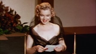 "Marilyn Monroe presents an ""All about Eve"" Oscar®"