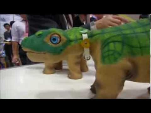 Robot trade fair opens in Japan