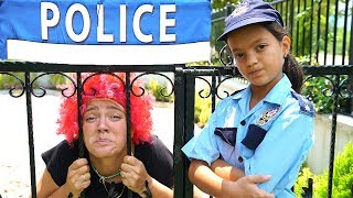Masal and Mommy Pretend Play Police