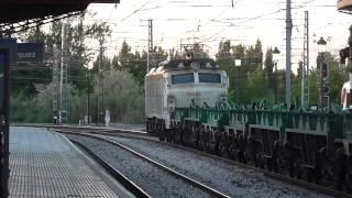 Comsa Rail Transport / Renfe Mercancias - 253.101 con teco papelero cruzandose con 251 con bobinero