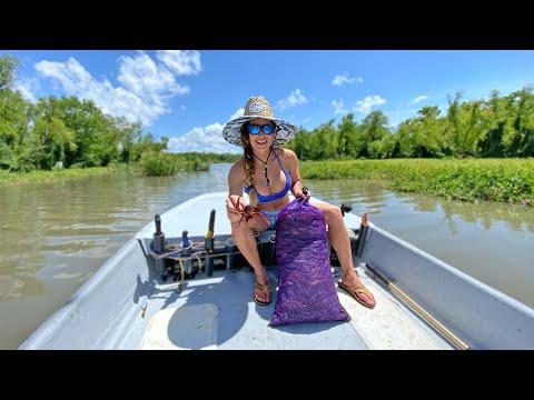 Louisiana CRAWFISH BOIL!!! HOW TO Eat A Crawfish!!