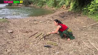 Survival Skills - Unique fishing skills by hand - Catching and bake delicious fish