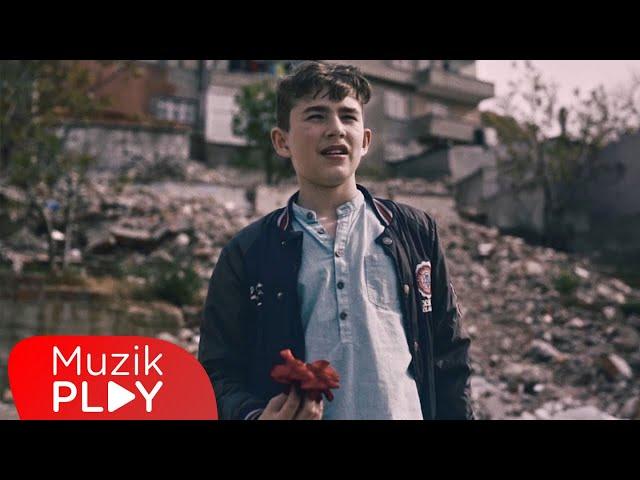 Narkoz & Gazapizm & Çağrı Sinci & Deniz Sungur - Kaç İstersen (Official Video)