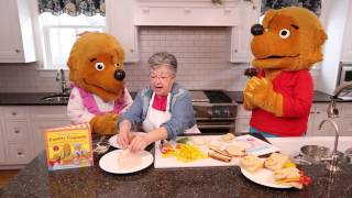 Cooking with The Berenstain Bears: Turkey Shaped Sandwiches