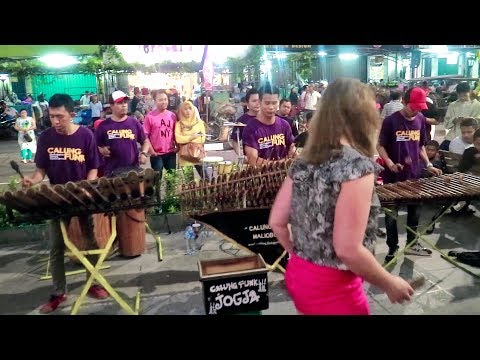 OJO SALAH TOMPO - Calung Funk Angklung Malioboro (Pengamen Jogja Kreatif) Wandra feat Suliana