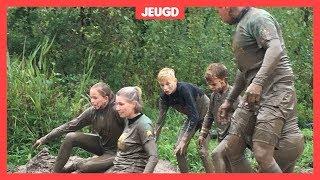 Steeds meer families doen samen mee aan een modderwedstrijd
