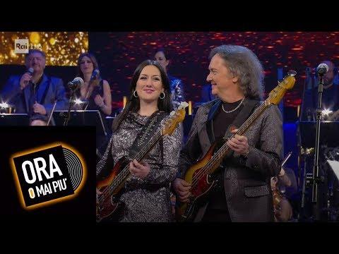 Jessica Morlacchi e Red Canzian cantano