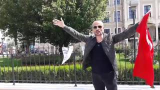 Mahmut ALAN valilik önünde 13 sehide hakaret eden yeni özgür politika gazetesini yakti