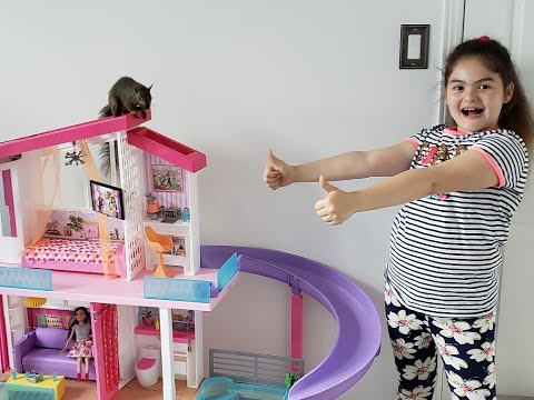 Большой дом для Барби  распаковка   белка Гуди устроила беспорядок