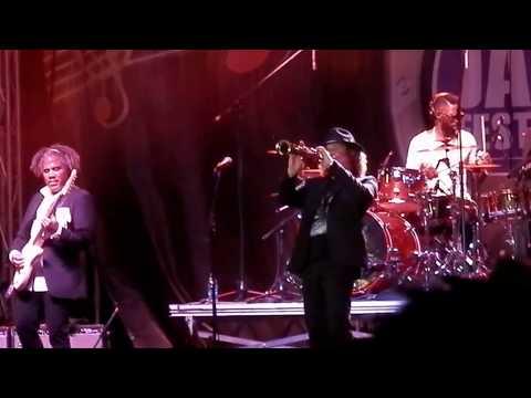 "Boney James - ""Sweet Thing"" (LIVE)"