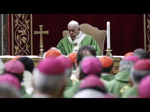 """Le pape François compare les agressions sexuelles d'enfants aux """"sacrifices"""" païens"""