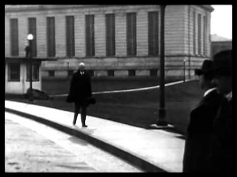 Eugene Debs freed by Harding 1921