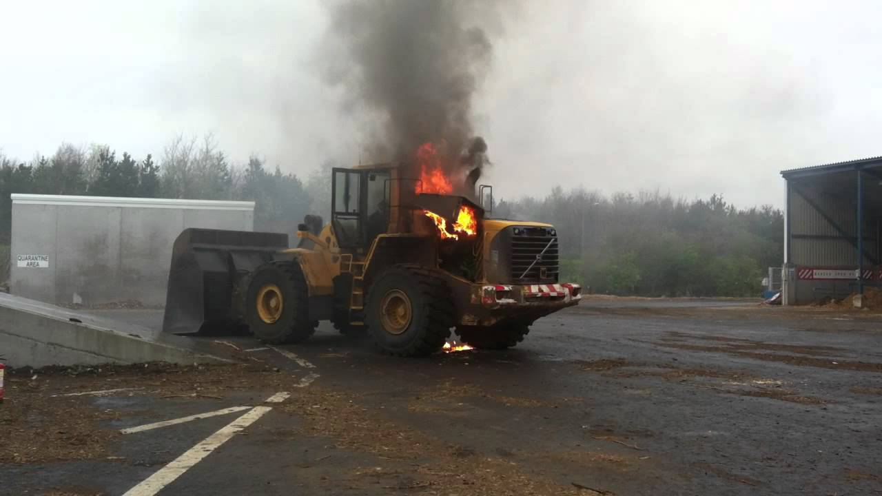 Volvo Wheeled Loader On Fire Youtube