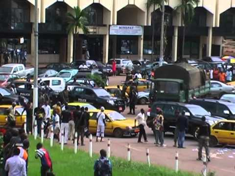 Artists' pacific protest march severely repressed in Yaoundé (Cameroon)