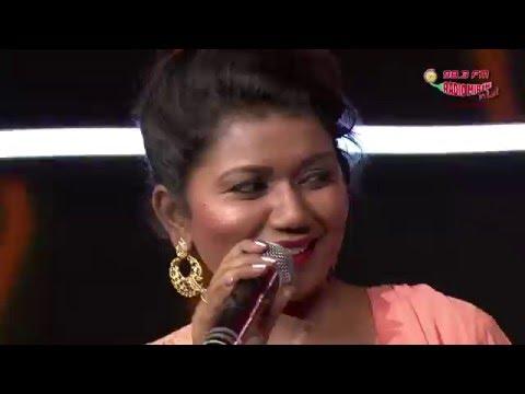 Vaishali Mhade At The Royal Stag Mirchi Music Awards