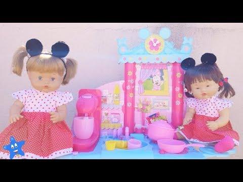 Ani y Ona ESTRENAN COCINA de Minnie Mouse y ABREN  huevos de Pascua de Nenuco