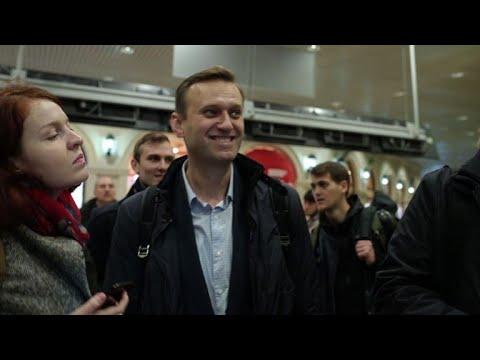 Russie: sitôt libéré, l'opposant Navalny repart en campagne