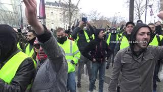 Gilets Jaunes Act 4 Sur les Champs Elysees. ParisFrance - 08 Decembre 2018