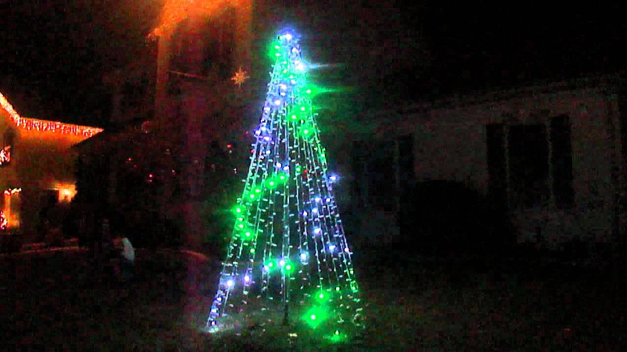 How To String Lights On A Mega Tree : 2011 - Smart String Mega Tree - YouTube